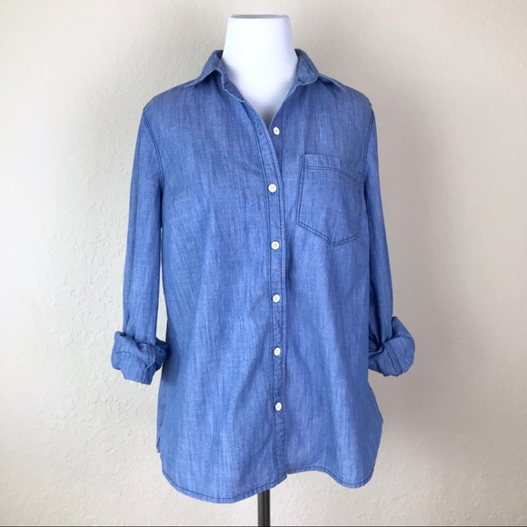 c657f068 [Old Navy] Blue Chambray Button Down Shirt Top M. M_5a96141b8290afc9e52738f4